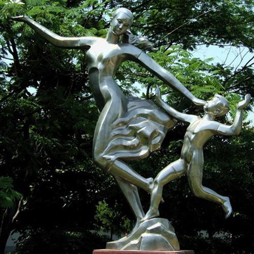 校园雕塑通过被解读,不仅使学生掌握一定群体的环境知觉,同时从雕塑